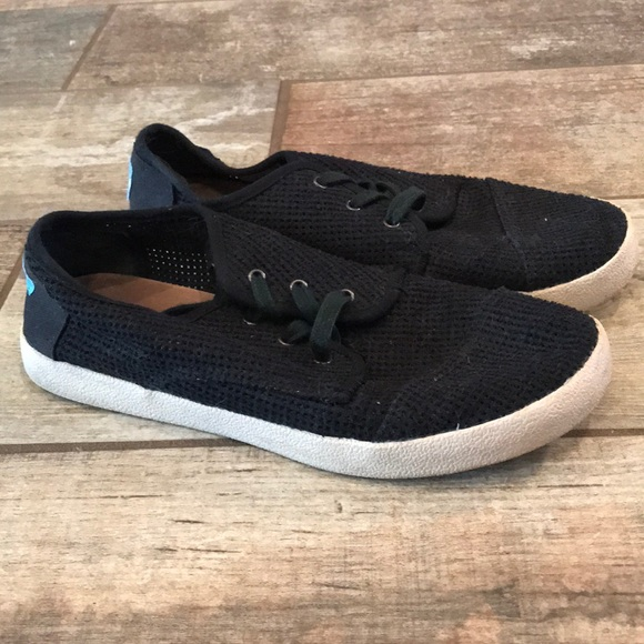 3f18ffddce707b Women s Black Tom lace up sneakers size 7. M 5a4e98a6caab445297003240